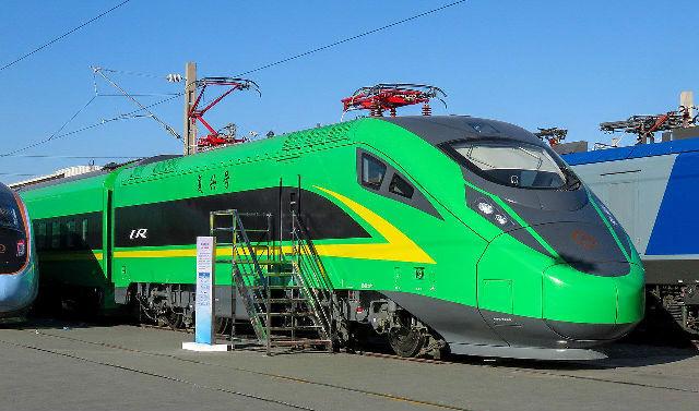 配套绿巨人CR200J动车组司机室的遮阳帘是怎样的呢?